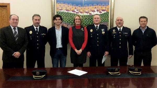 La alcaldesa preside la toma de posesión de los dos nuevos subinspectores de la Policía Local de Benalmádena