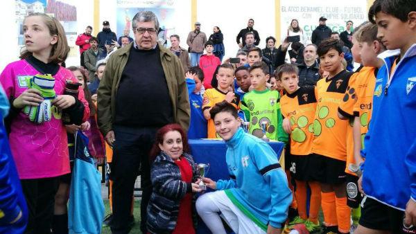 El campo de fútbol del Tomillar acogió el Torneo Solidario organizado por el Atlético Benamiel FC para la ONG Upendo Face Orphange Foundation