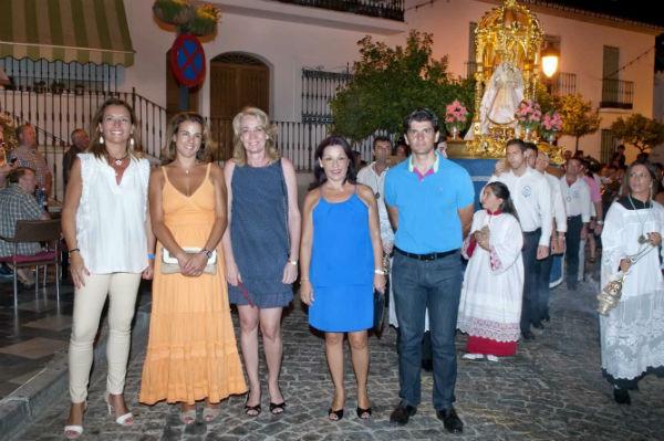 Cientos de benalmadenses acompañaron a la Virgen de la Cruz en su traslado a la iglesia de Santo Domingo de Guzmán