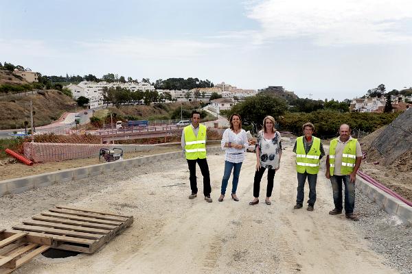 La alcaldesa visita las obras del Camino de la Viñuela, que se encuentran al 80 por ciento de su ejecución