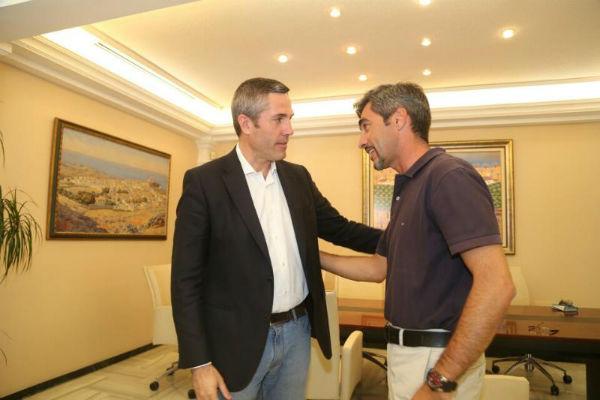 El alcalde Víctor Navas mantiene un encuentro con su homólogo en el Ayuntamiento de Mijas Juan Carlos Maldonado