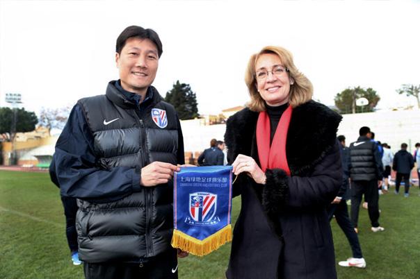 El equipo de fútbol de primera división Shangai Greenland elige Benalmádena para celebrar su pretemporada