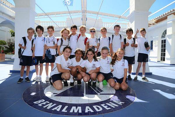 Los alumnos del 4 Curso del Benalmádena International College visitan el Puerto Deportivo