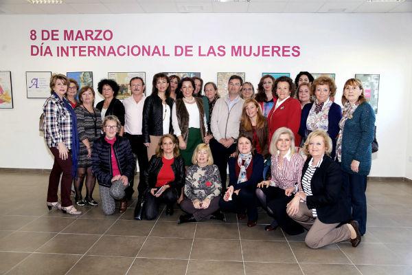 El Centro de Servicios Sociales de Arroyo de la Miel acoge una exposición de Carteles sobre el Día Internacional de la Mujer.
