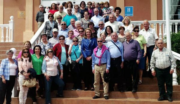 La alcaldesa visita en Motril al tercer grupo de mayores participantes en el viaje anual ofrecido por el Consistorio