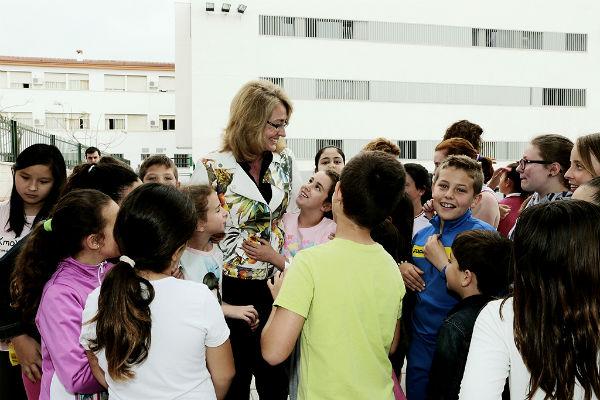 La alcaldesa visita en el colegio 'La Leala' la campaña escolar 'Ayúdanos a Reciclar'