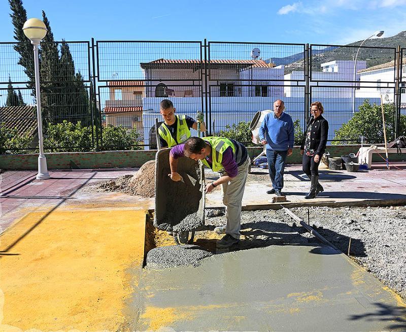 El Ayuntamiento realiza obras de mejora en el Colegio Miguel Hernández