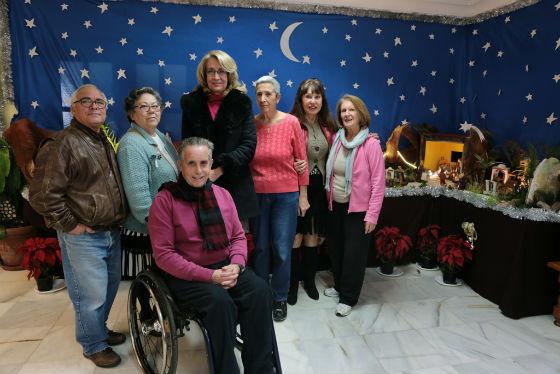 La regidora visita el Nacimiento del centro de día 'Anica Torres'