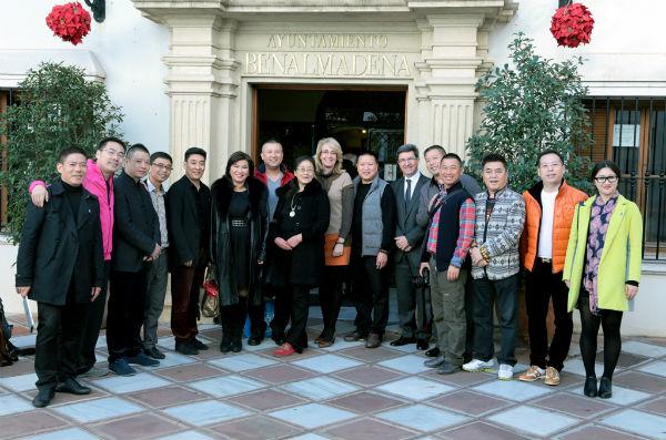 La alcaldesa establece una primera toma de contacto con un grupo de inversores chinos para impulsar relaciones comerciales con empresas benalmadenses