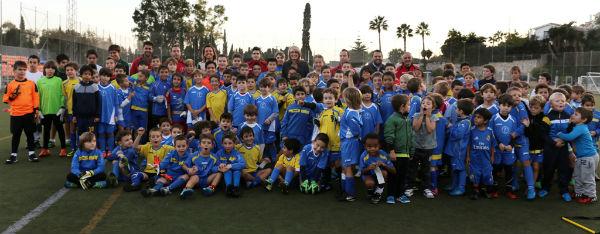 La alcaldesa destaca 'la excelente labor formativa y educativa' de la Escuela de Fútbol de Benalmádena Pueblo