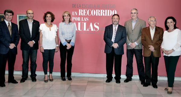 García Gálvez y Villanova visitan la muestra del Centro de Exposiciones 'De la Escuela al Colegio'