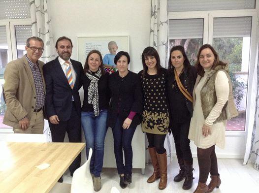El primer teniente de alcalde y concejal de Bienestar Social, Francisco Salido visito en la tarde de ayer la Fundación Luis Olivares, junto a la concejal de Sanidad y de Festejos