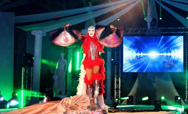 La XV Gala Drag Queen cosecha un gran éxito de asistencia al reunir a más de 3.000 personas en la Plaza de la Mezquita