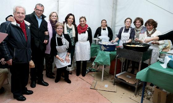 Alrededor de 300 personas asistieron a la 'Zambomba' a beneficio de la Asociación Española Contra el Cáncer