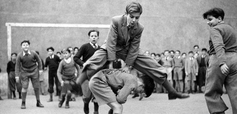 De la Escuela al Colegio. Un recorrido por las aulas. 1900-1970