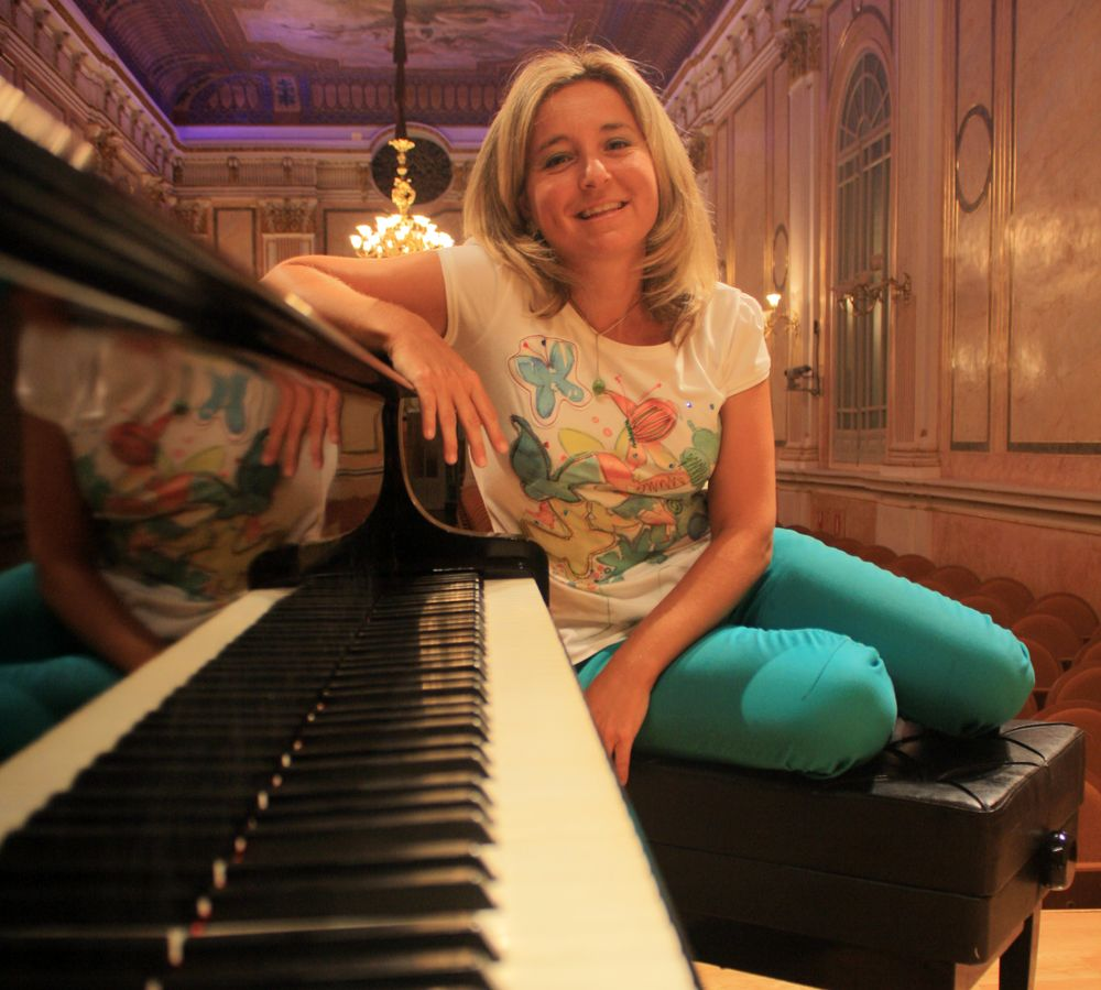 PAULA CORONAS (Pianista)