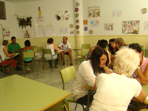 Expat volunteers teach Spanish youths English
