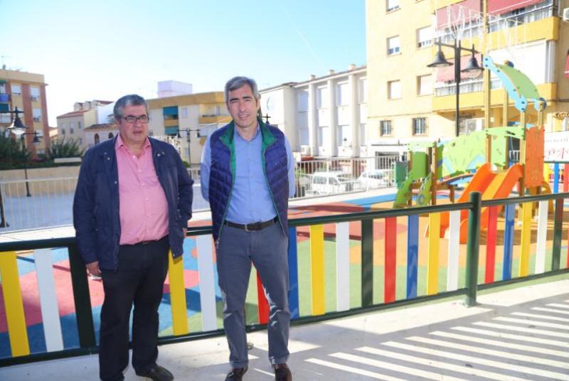 EL CENTRO SOCIAL DE CAROLA Y CALLE LAS FLORES ESTRENAN DOS NUEVOS PARQUES DE JUEGOS INFANTILES