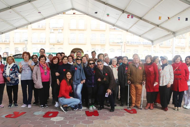 El Alcalde Víctor Navas y la Concejala Irene Díaz participan en la celebración de la semana del amor y la amistad en el  Centro Anica Torres.