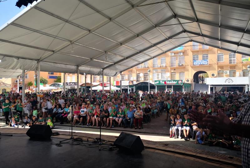El centro del Arroyo de la Miel volvió a teñirse de verde con motivo de la celebración de Saint Patrick.