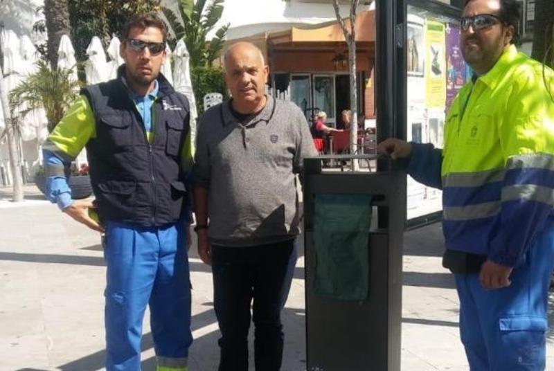 SERVICIOS OPERATIVOS INSTALAN PAPELERAS CANINAS