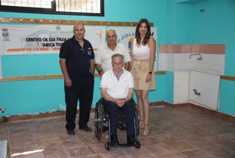 SERVICIOS OPERATIVOS REALIZAN TRABAJOS DE MEJORA EN EL CENTRO DE PARTICIPACIÓN ACTIVA DE MAYORES 'ANICA TORRES'