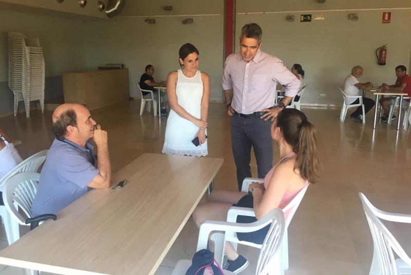 EL ALCALDE VÍCTOR NAVAS Y LA CONCEJALA MARÍA ISABEL RUIZ VISITAN LAS JORNADAS DE INTERCAMBIO LINGÜÍSTICO DEL INNOVA