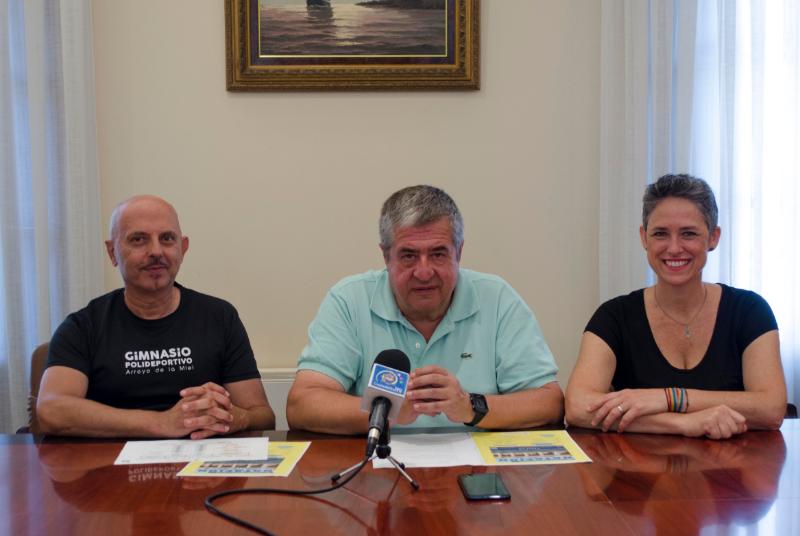 EL CONCEJAL JOAQUÍN VILLAZÓN PRESENTA EL 34º CAMPEONATO LOCAL DE NATACIÓN