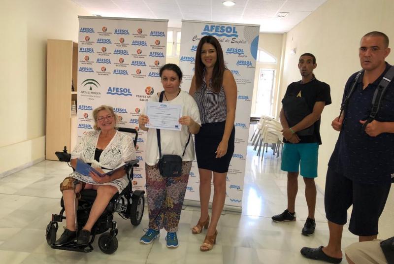 AFESOL entrega los diplomas de la primera edición de sus cursos.