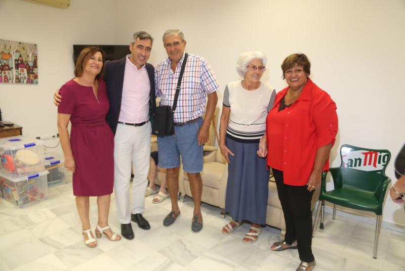 EL ALCALDE VÍCTOR NAVAS Y LA CONCEJALA ALICIA LADDAGA PARTICIPAN EN LA JORNADA DE PUERTAS ABIERTAS DE AFAB