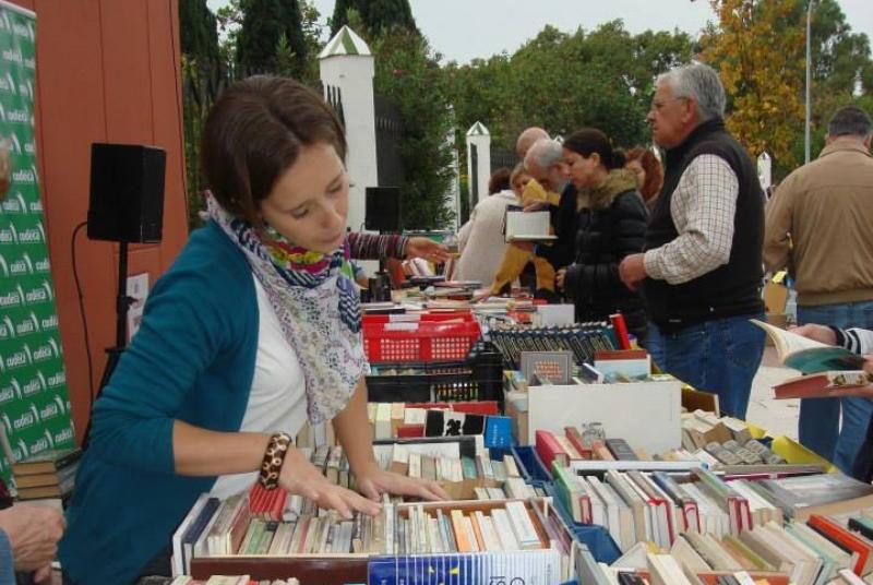 LA BIBLIOTECA PÚBLICA DE ARROYO DE LA MIEL ORGANIZA ESTE SÁBADO EL MERCADILLO NAVIDEÑO DE LOS LIBROS SOLIDARIOS