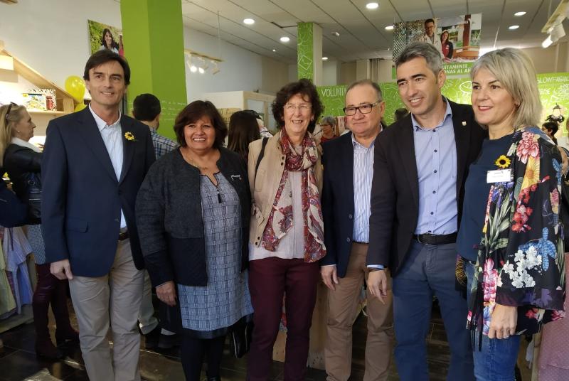 EL ALCALDE PARTICIPA EN LA REINAUGURACIÓN DE LA TIENDA BENÉFICA DE CUDECA DE LA AVENIDA GARCÍA LORCA