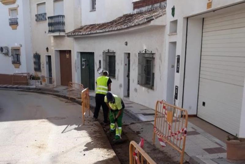 EMABESA REALIZA OBRAS DE RENOVACIÓN DE LA RED DE AGUA POTABLE EN CALLE PENSAMIENTO