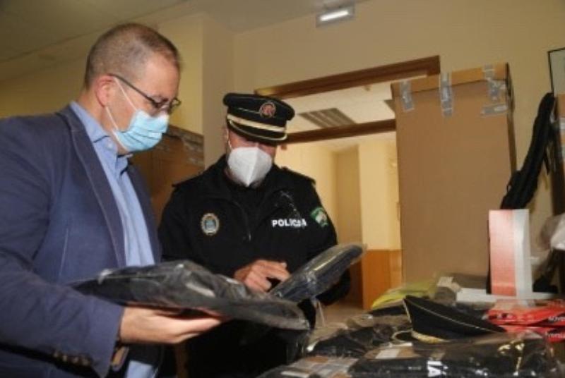 La Policía Local de Benalmádena renueva sus uniformes