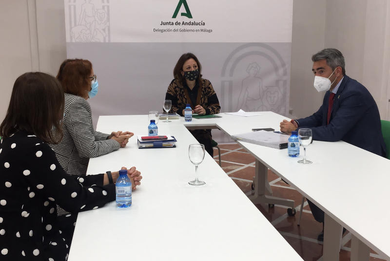 El alcalde y la concejala de Educación mantienen un encuentro con la delegada del Gobierno andaluz