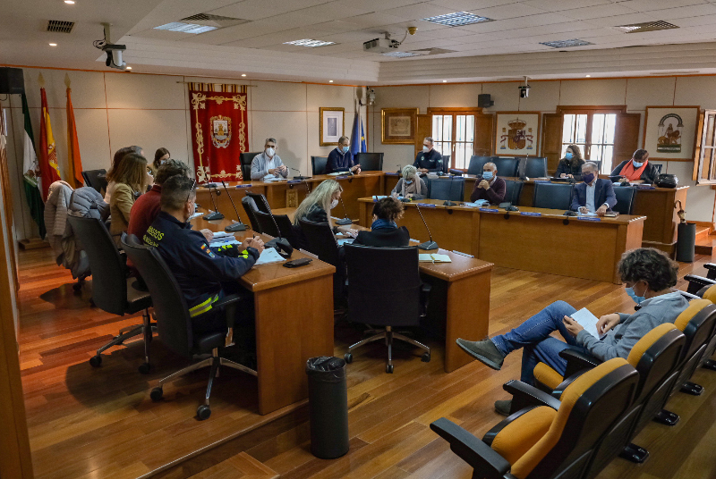 El Ayuntamiento trabajará con Servicios Sociales en la búsqueda de alternativas habitacionales para los moradores del complejo de los Tres Pintores