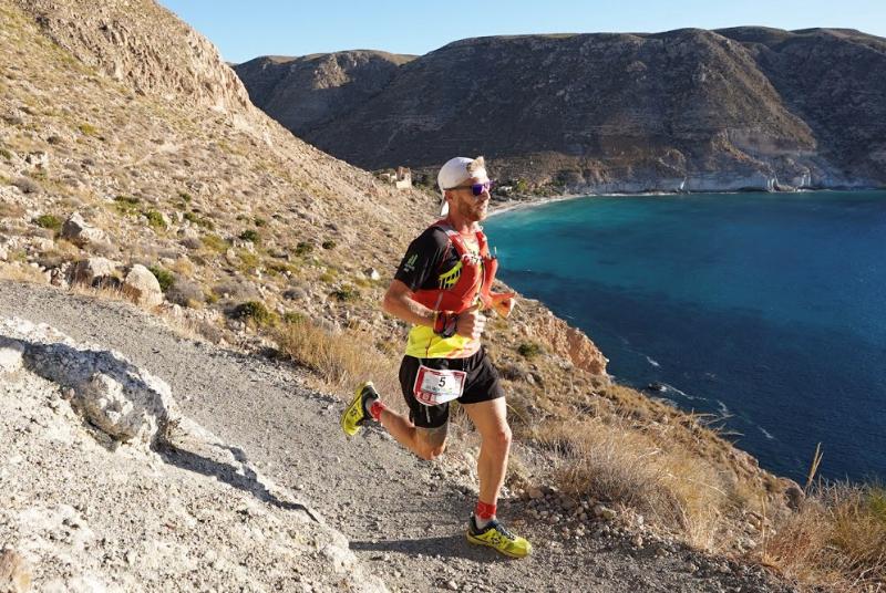 El benalmadense Rubén Heemskerk Herreros se proclama vencedor de la ultra maratón Costa de Almería