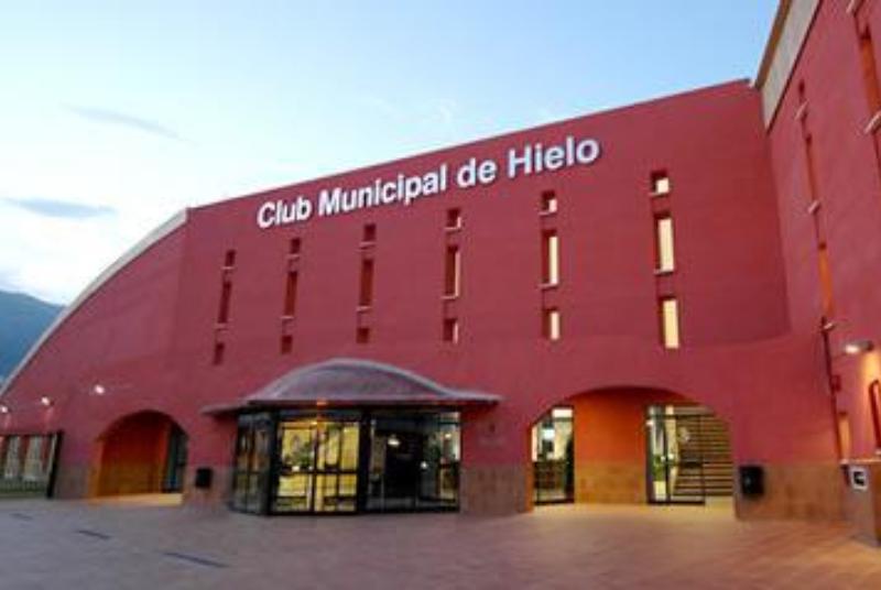 LA MESA DE PARTIDOS ACUERDA TRABAJAR EN LA PRÓRROGA POR UN AÑO MÁS DEL ACTUAL CONCESIONARIO DEL CLUB DE HIELO