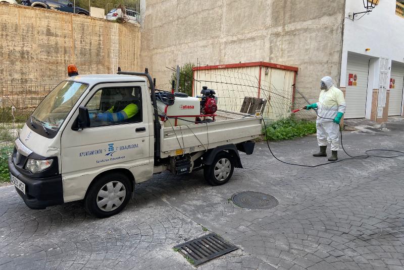 SERVICIOS OPERATIVOS RETOMAN LAS ACTUACIONES CON HERBICIDA EN EL MUNICIPIO