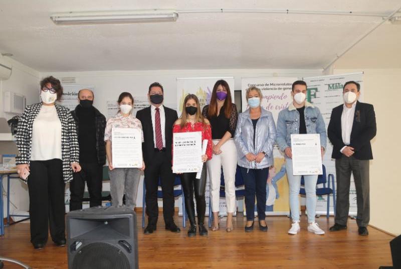 EL IES AL-BAYTAR ACOGE LA ENTREGA DE PREMIOS DEL VI CONCURSO DE MICRORRELATOS 'ROMPIENDO TECHOS DE CRISTAL'