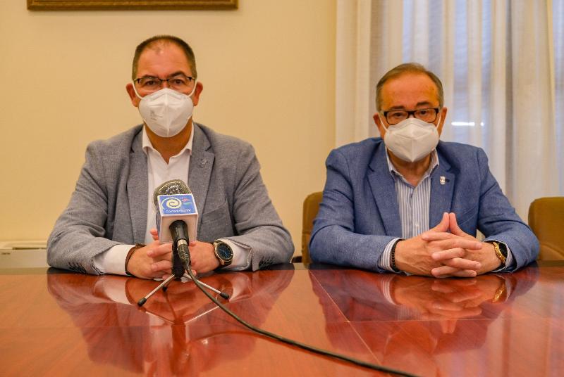 LA JUNTA OBLIGA A LA CIUDADANÍA BENALMADENSE A DESPLAZARSE HASTA EL PALACIO DE CONGRESOS DE TORREMOLINOS PARA RECIBIR LA VACUNA CONTRA EL COVID-19
