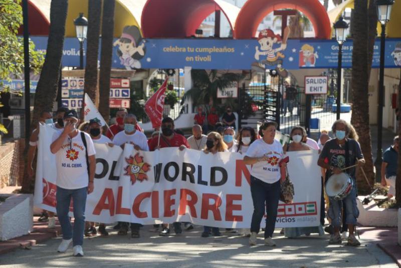EL EQUIPO DE GOBIERNO RESPALDA LA CONCENTRACIÓN DE TRABAJADORES DE TÍVOLI EN PROTESTA POR EL CIERRE DEL PARQUE