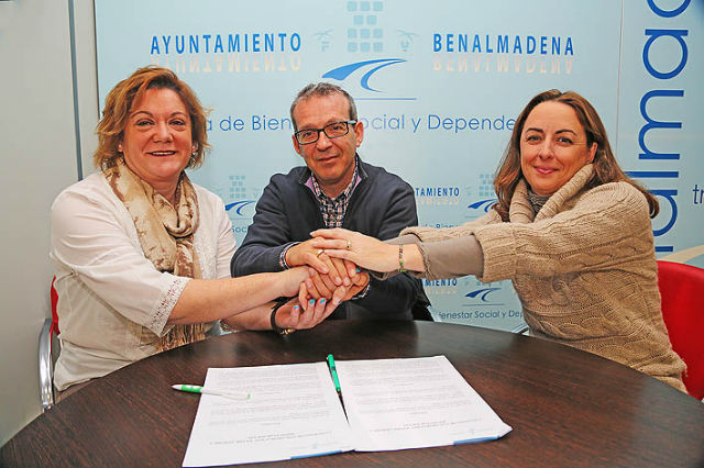 El Ayuntamiento firma un convenio de colaboración con Aprobe para favorecer la adopción entre los usuarios de Bienestar Social
