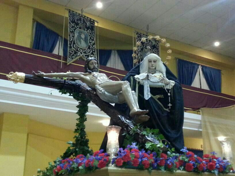 Más de 200 personas participaron en el Vía Crucis del Santísimo Cristo de la Redención