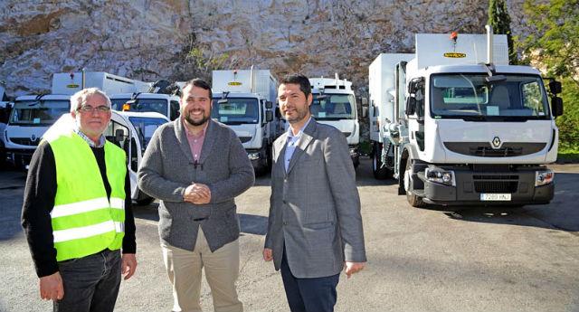 El Ayuntamiento recibe catorce nuevos vehículos para la recogida de residuos sólidos urbanos y selectivos