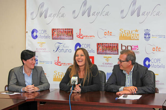 La cantante benalmadense Mayka presenta su nuevo disco, 'Amar', en su pueblo natal