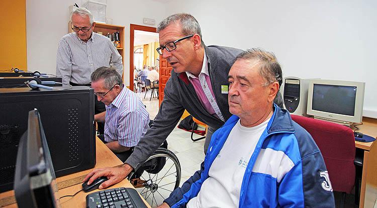 Inaugurada la sala de informática del centro de mayores 'Anica Torres'