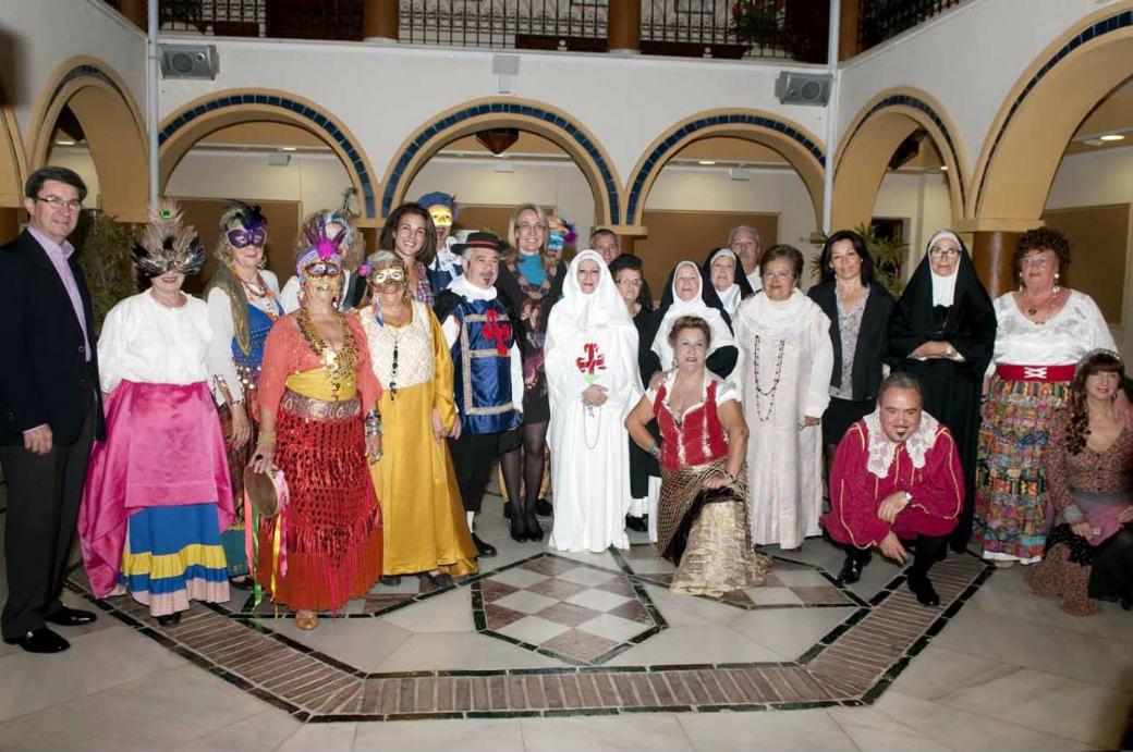 Más de 200 personas arropan a los mayores del 'Anica Torres' en la representación teatral de 'Don Juan Tenorio'