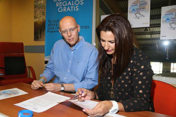 La ACEB y el Club de Hielo firman un acuerdo de colaboración con descuentos para sus socios y clientes