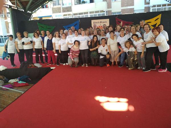 La Concejala Irene Díaz participa en una jornada de actividad física con los usuarios del Centro Anica Torres